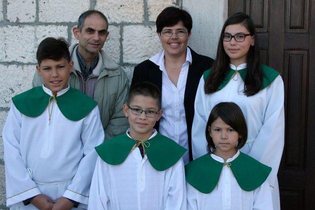 Obitelj Rak: roditelji Josip i Antonija, djeca ministranti Ante, Jakov, Katarina i Anamarija