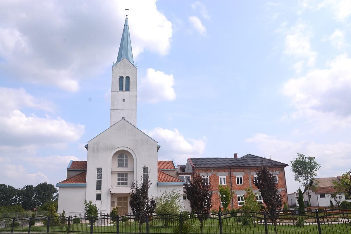 Slikovni rezultat za katolička crkva SVILAJ